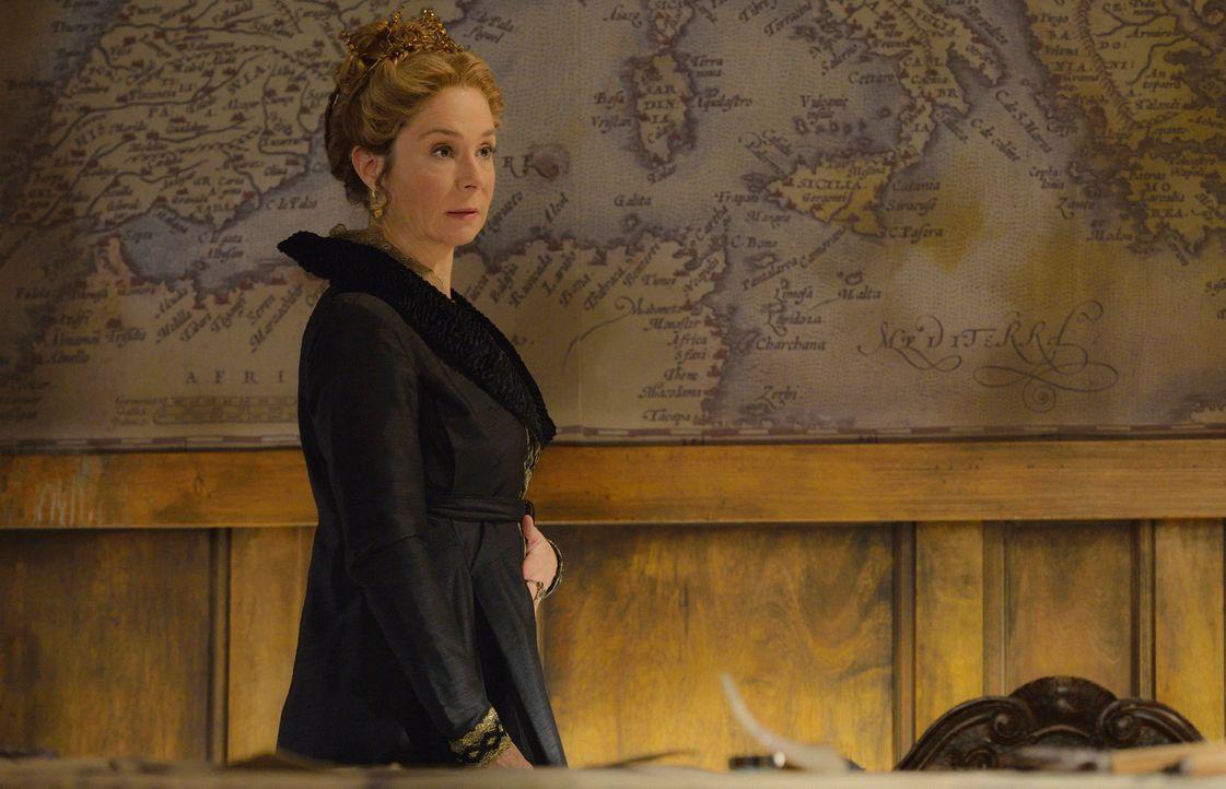 Ihre Vergangenheit scheint Catherine (Megan Follows) immer mehr einzuholen ... - Bildquelle: Ben Mark Holzberg 2016 The CW Network, LLC. All rights reserved.