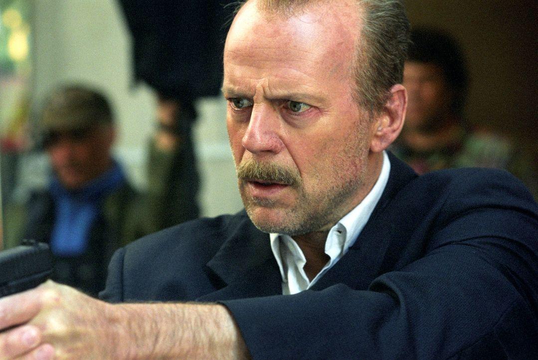 Nachdem auf den Gefangenen Eddie Bunker während des Transports zum Gerichtsgebäude, wo er eine Aussage machen soll, ein Anschlag verübt worden ist,... - Bildquelle: Nu Image