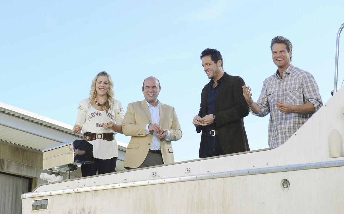 Haben viel Spaß miteinander: Bobby (Brian Van Holt, r.), Laurie (Busy Philipps, l.), Andy (Ian Gomez, 2.v.l.) und Grayson (Josh Hopkins, 2.v.r.) ... - Bildquelle: 2010 ABC INC.