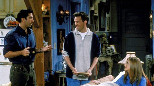 Ross (David Schwimmer, l.), Chandler (Matthew Perry, M.) und Rachel (Jennifer...