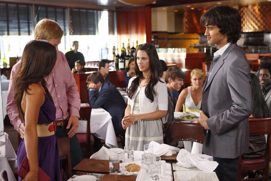 Jasmine (Melissa Paulo, l.), Teddy (Trevor Donovan, M.l.), Adrianna (Jessica Lowndes, M.r.) und Navid (Michael Steger, r.) haben eine Doppel-Date -... - Bildquelle: TM &   CBS Studios Inc. All Rights Reserved