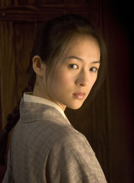 Als achtjähriges Mädchen wird Sayuri Nitta (Ziyi Zhang) von ihrem Vater an ein Geisha-Haus verkauft. Die Schönheit des Kindes schürt den Neid de... - Bildquelle: 2005 Sony Pictures Television International.