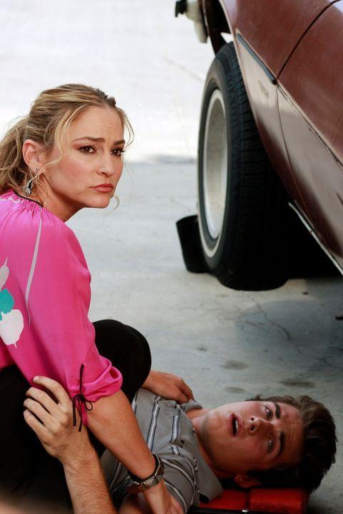 Susan glaubt, dass Angies (Drea de Matteo, r.) Sohn Danny (Beau Mirchoff, l.) hinter dem Angriff auf Julie steckt und will, dass er dafür bestraft w... - Bildquelle: ABC Studios