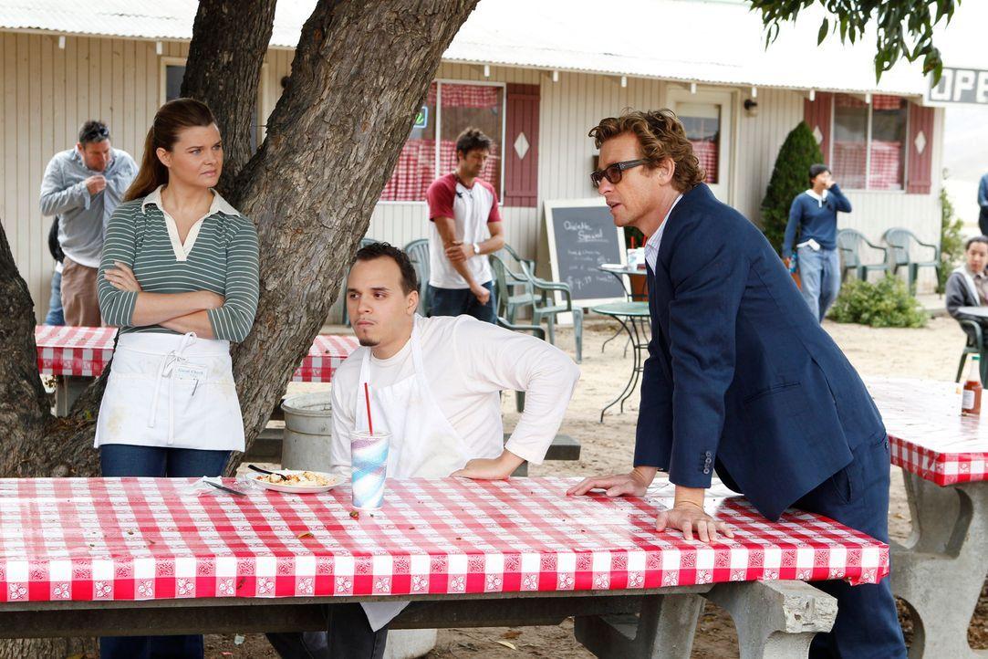 Können Marva (Heather Tom, l.) und Rusty (Bryan Lugo, M.) Patrick (Simon Baker, r.) bei den Ermittlungen behilflich sein? - Bildquelle: Warner Bros. Television