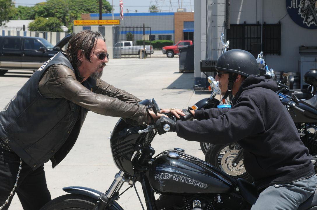 Wie werden Chibs (Tommy Flanagan, l.) und Juice (Theo Rossi, r.) abstimmen? - Bildquelle: 2011 Twentieth Century Fox Film Corporation and Bluebush Productions, LLC. All rights reserved.