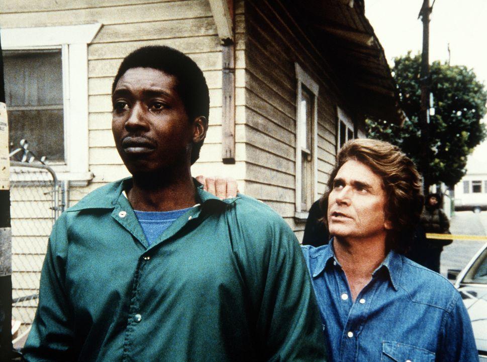 Brian (Glenn Michael Jones, l.) steht vor einer schweren Entscheidung. Jonathan (Michael Landon, r.) spricht ihm Mut zu. - Bildquelle: Worldvision Enterprises, Inc.