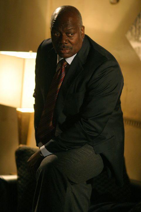 Det. Will Jeffries (Thom Barry) bei den Ermittlungen ... - Bildquelle: Warner Bros. Television