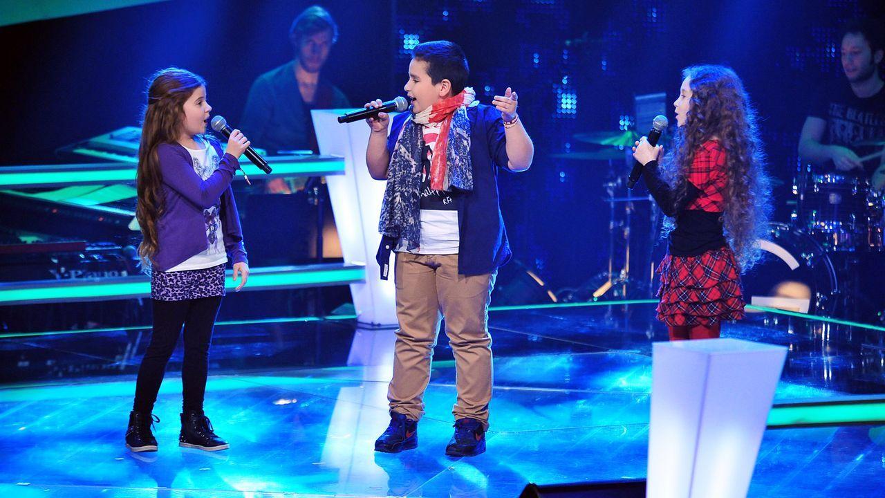 The-Voice-Kids-Stf02-Epi05-Salvatore-Larissa-EmmieLee-2-SAT1-Andre-Kowalski - Bildquelle: SAT.1/Andre Kowalski