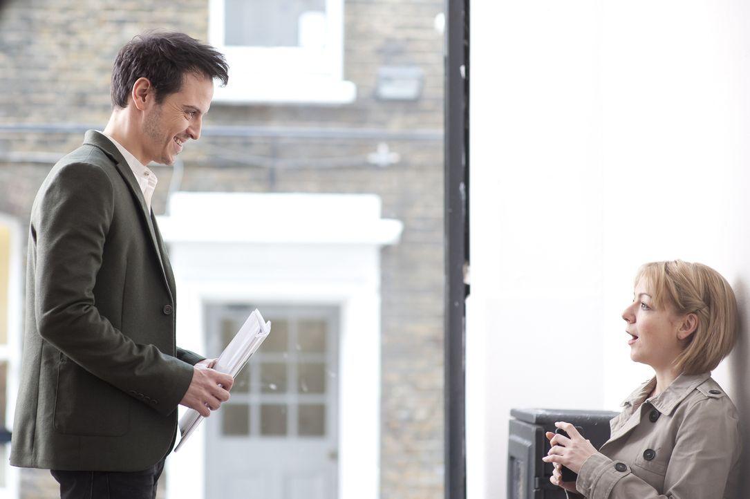 Als Jenny (Sheridan Smith, r.) auf den attraktiven Christian (Andrew Scott, l.) trifft, glaubt sie am Ziel ihrer Träume zu sein ... - Bildquelle: 2013 Balloon Entertainment Limited.