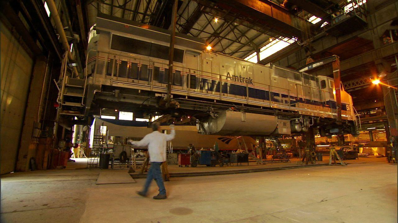 Züge sind die größten beweglichen Objekte an Land und mit die leistungsstärksten Maschinen überhaupt. Beladen mit einem ungeheuren Gewicht, zum Beis... - Bildquelle: PMF/Klaire Markham