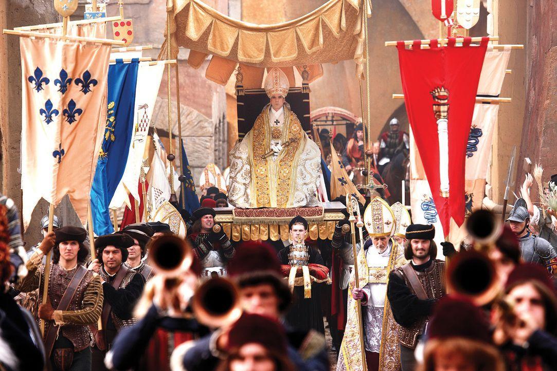 Rom ist überglücklich, einen neuen Papst zu haben, auch wenn Papst Alexander VI. (Jeremy Irons) spanischer Herkunft ist. Doch schon nach den Inthr... - Bildquelle: LB Television Productions Limited/Borgias Productions Inc./Borg Films kft/ An Ireland/Canada/Hungary Co-Production. All Rights Reserved.