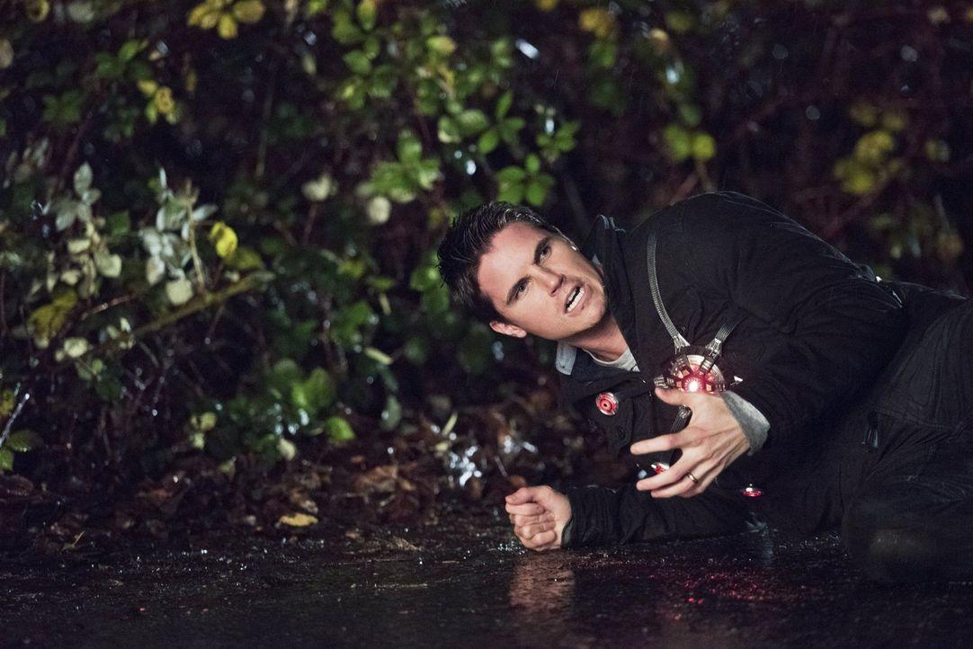 Wird die Verbindung zu Dr. Stein auch Ronnie (Robbie Amell) zusetzen? - Bildquelle: Warner Brothers.