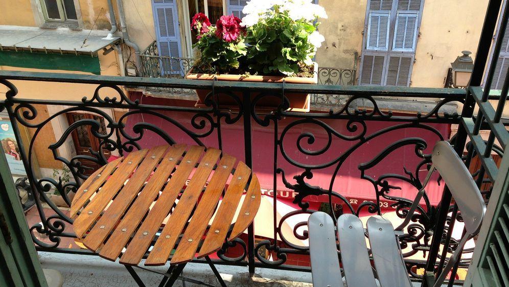 kleinen balkon gestalten sat 1 ratgeber. Black Bedroom Furniture Sets. Home Design Ideas