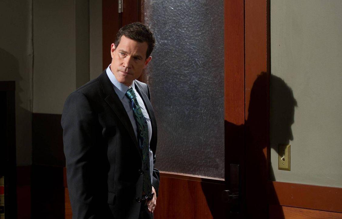 Der berühmte Anwalt Lawrence Brand (Dylan Walsh) will Jane unbedingt in einem Fall als zweite Anwältin an seiner Seite haben ... - Bildquelle: 2012 Sony Pictures Television Inc. All Rights Reserved.