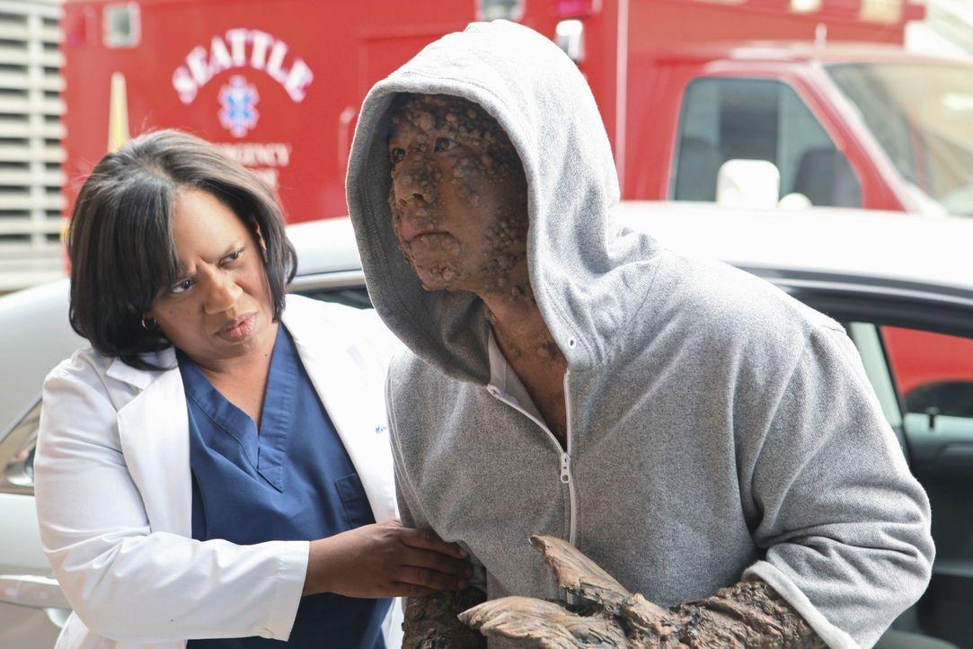 Bailey (Chandra Wilson, r.), Lexie und Jackson sollen Jerry Adams (Art Chudabala, l.), einen Patienten in Empfang nehmen, der sich jedoch zunächst w... - Bildquelle: ABC Studios
