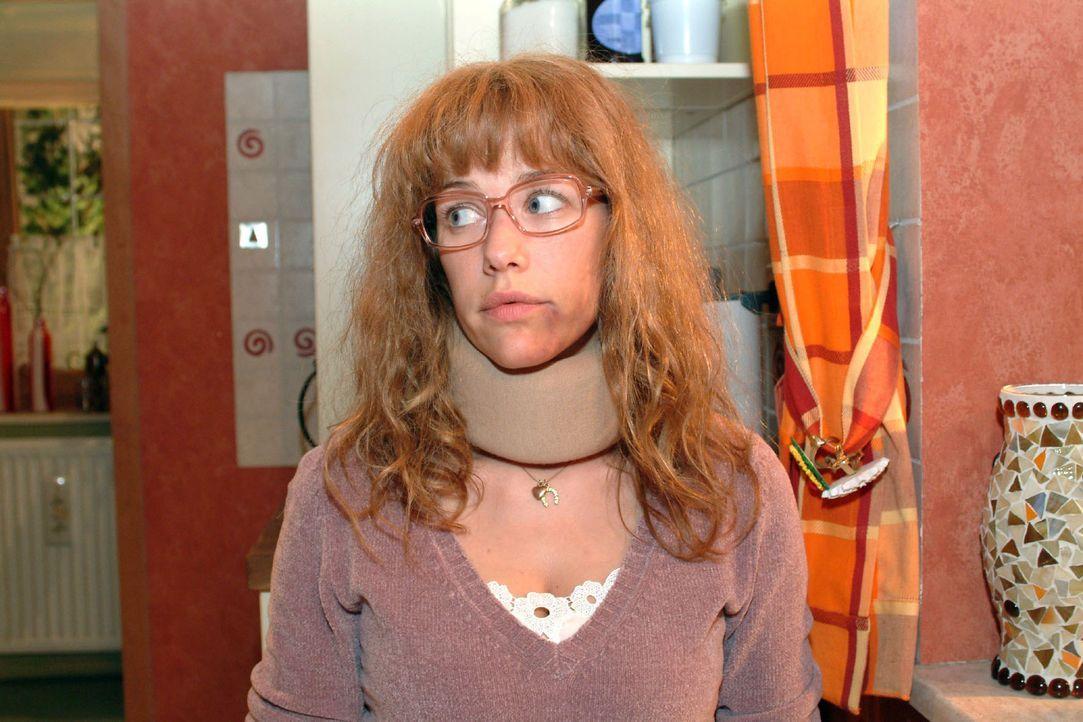 Die kranke Lisa (Alexandra Neldel) ist froh, von David auf dem Laufenden gehalten zu werden - ist sie mit den Gedanken eh stets bei Kerima Moda. (Di... - Bildquelle: Sat.1