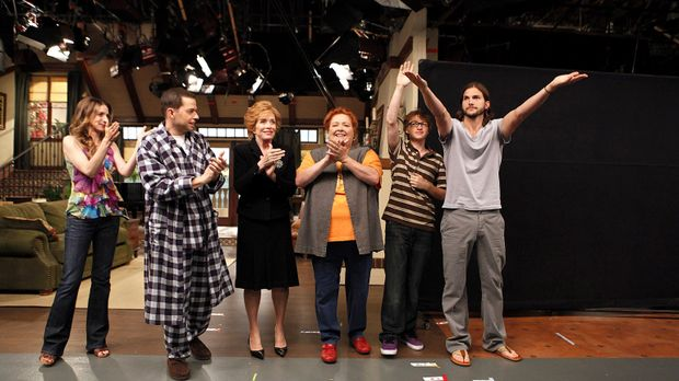(9. Staffel) - Two and a Half Men: (v.l.n.r.) Judith (Marin Hinkle), Alan (Jo...