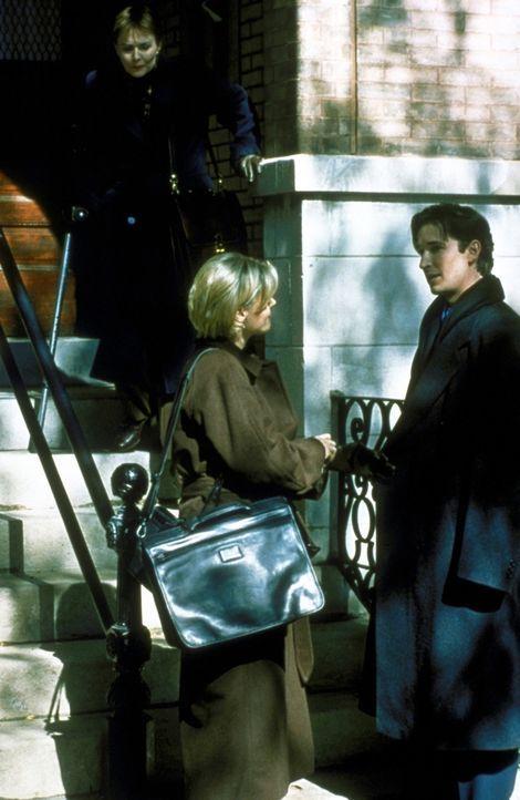 Dr. Carter (Noah Wyle, r.) ist auf Wohnungssuche. - Bildquelle: TM+  2000 WARNER BROS.