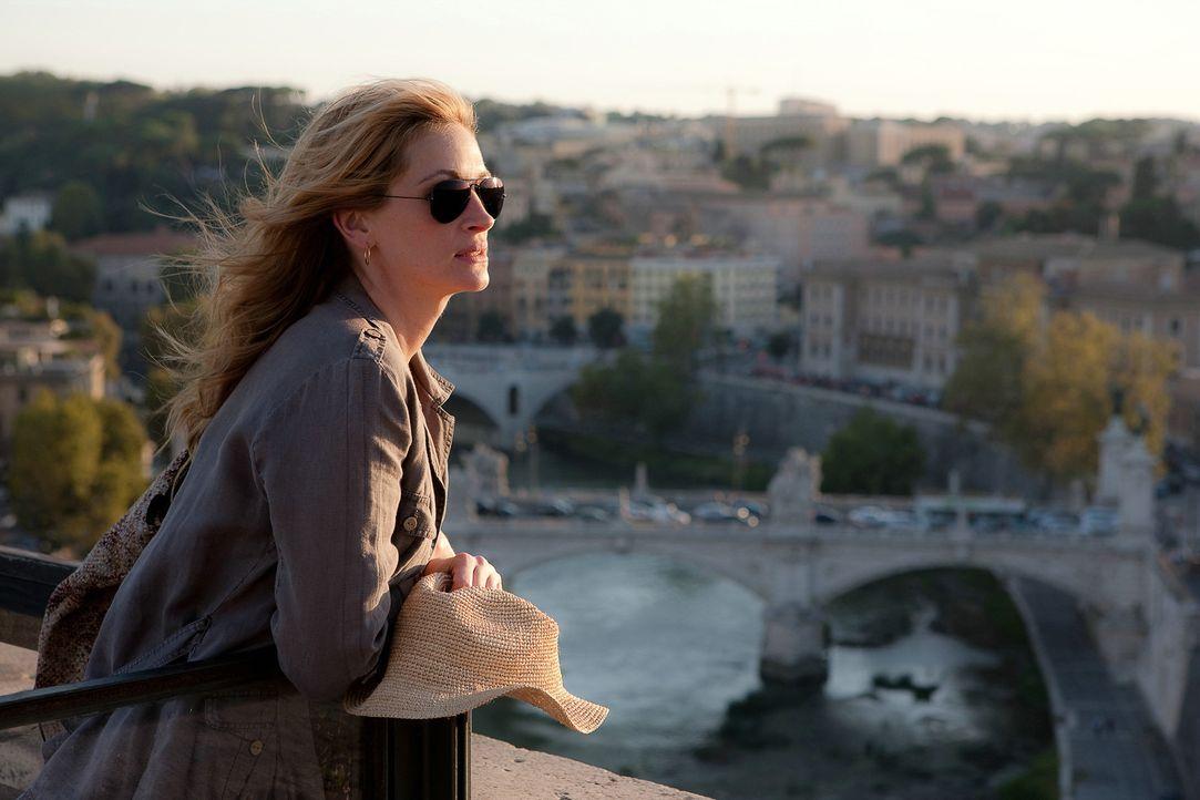 Nach ihrer schmerzlichen Scheidung fasst Elizabeth (Julia Roberts) den Entschluss, ihrem New-Yorker-Alltag den Rücken zu kehren und neu anzufangen.... - Bildquelle: 2010 Columbia Pictures Industries, Inc. All Rights Reserved.