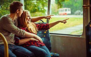 Paar-im-Bus