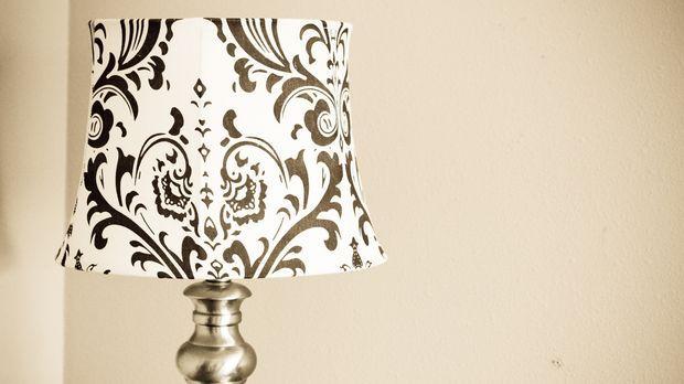 lampenschirm beziehen aus alt wird neu sat 1 ratgeber. Black Bedroom Furniture Sets. Home Design Ideas