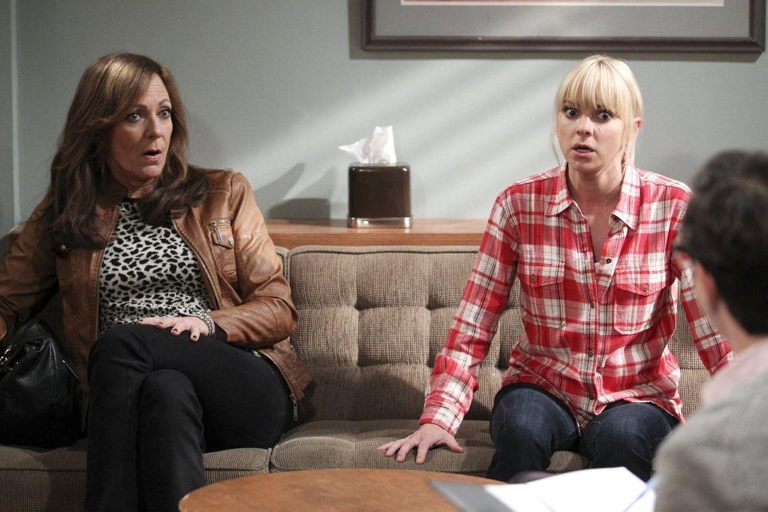 Werden Bonnie (Allison Janney, l.) und Christy (Anna Faris, r.) beim Therapeuten Erfolg haben, oder bringen die Stunden nur noch mehr Streit? - Bildquelle: Warner Bros. Television