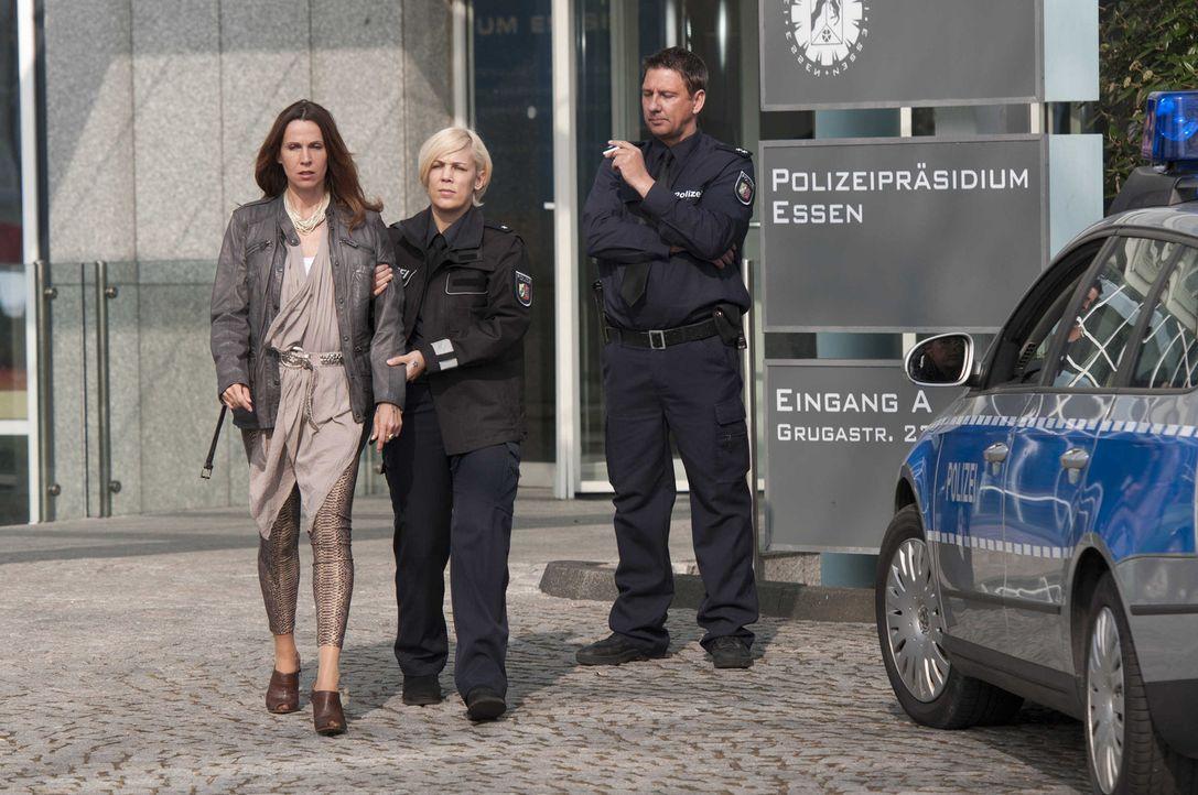 Ahnt nicht, dass sie mit ihren Untaten eine schreckliche Kettenreaktion auslöst: Karin Wannstedt (Doris Schretzmayer, l.) ... - Bildquelle: SAT.1
