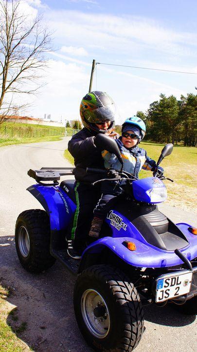 Ulf-und-Nils-beim-Quadfahren - Bildquelle: SAT.1
