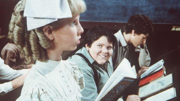 Elmer Miles (J. Brennan Smith, M.) hat sich in Nancy Oleson (Allison Balson,...