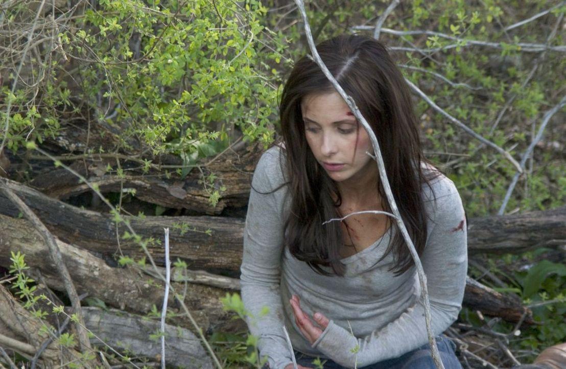Immer wieder findet sich Joanna (Sarah Michelle Gellar) mit neuen Wunden an ihrem Körper wieder, die sie sich selbst zugefügt hat. Verzweifelt macht... - Bildquelle: Tobis Film GmbH & Co. KG