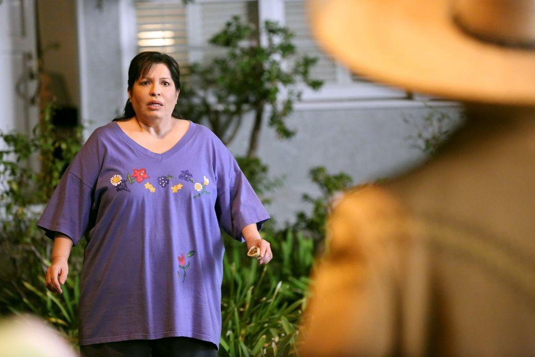 Wie wird Carmen (Bunnie Rivera) auf Noahs Überraschung reagieren? - Bildquelle: Warner Brothers