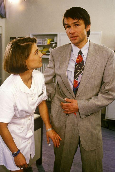 Als Winfried Glas (Tobias Langhoff, r.) erfährt, dass seine Frau Angela heimlich als Prostituierte gearbeitet hat, will er sich augenblicklich von... - Bildquelle: Noreen Flynn Sat.1