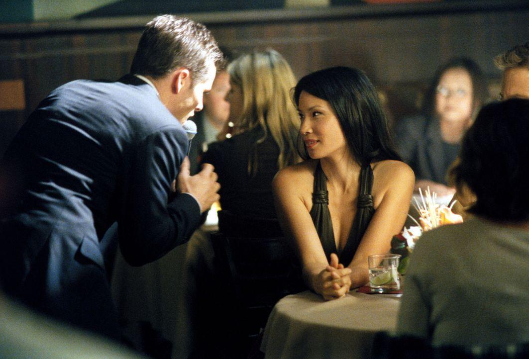 Zum Abschied singt Glenn (James Marsden, l.) der Richterin Ling (Lucy Liu, r.) ein Ständchen ... - Bildquelle: 2001 Twentieth Century Fox Film Corporation. All rights reserved.