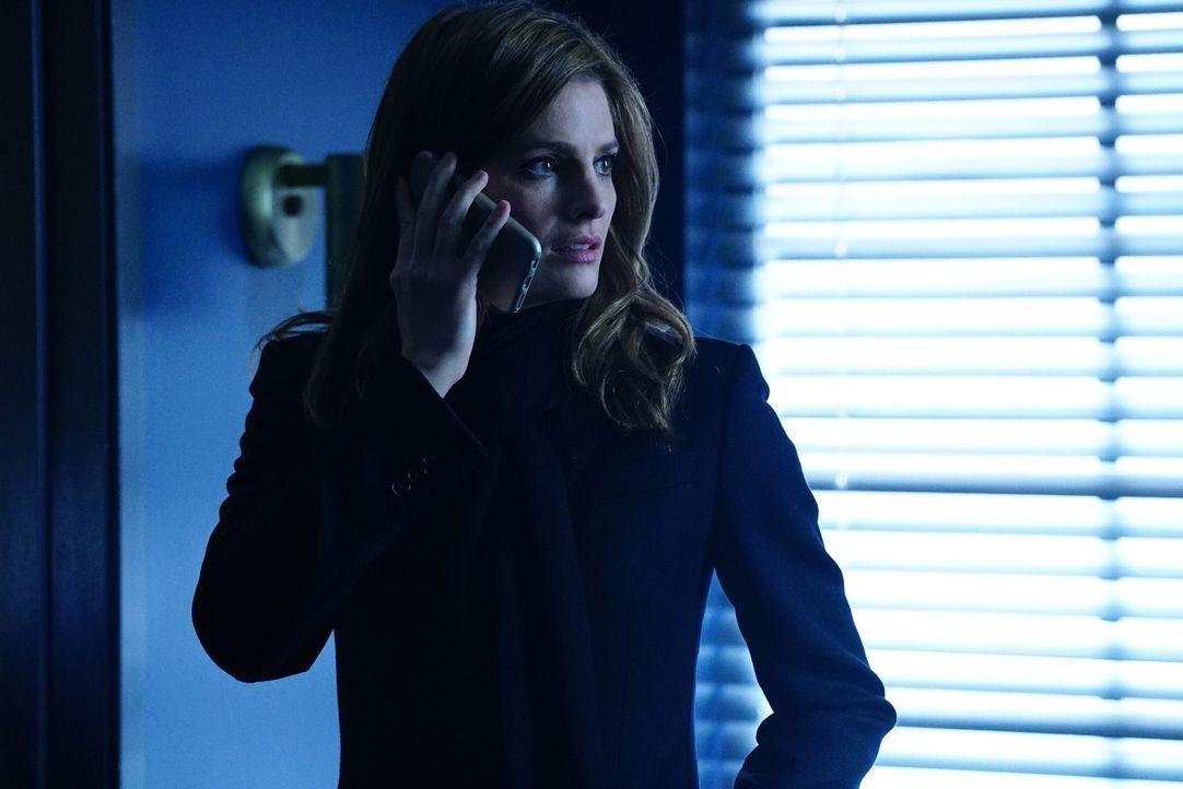 Während ihren Ermittlungen stößt Beckett (Stana Katic) auf eine Verbindung des Opfers zu einem Gangsterboss - war das Mordopfer möglicherweise ein S... - Bildquelle: Richard Cartwright 2016 American Broadcasting Companies, Inc. All rights reserved.