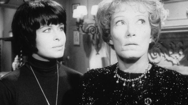 Lady Aston (Brigitte Horney, r.) und Margie Fielding (Barbara Rütting, l.) st...
