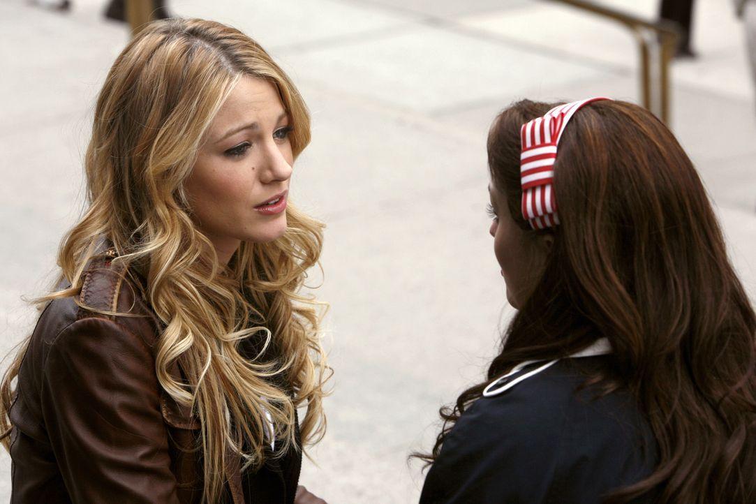 Serena (Blake Lively, l.) hat ein Geheimnis, von dem nicht mal ihre beste Freundin Blair (Leighton Meester, r.) etwas weiß. Denn dieses ist ihr so... - Bildquelle: Warner Bros. Television